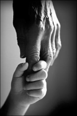 manos-abuelo-nic3b1o